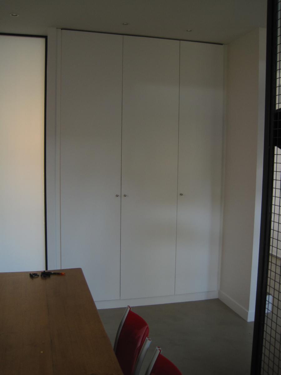 rangement placard sur mesure bordeaux atelier wilmart. Black Bedroom Furniture Sets. Home Design Ideas