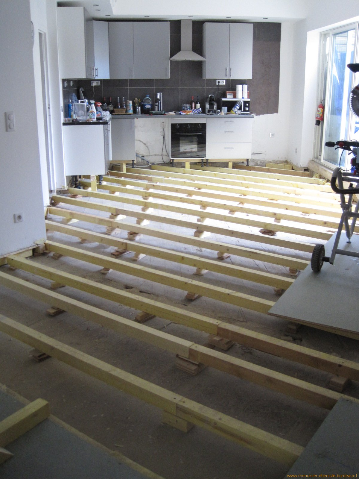 Parquet bois veritable devis renovation salle de bain for Sens pose parquet stratifie